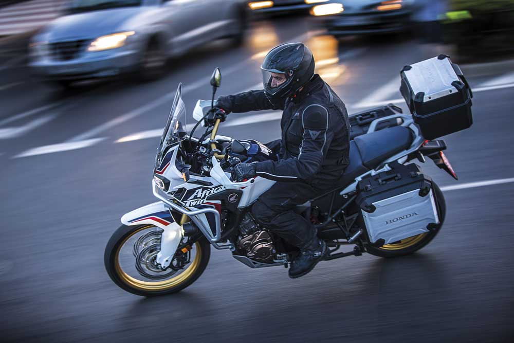 CRF1000L_Africa_Twin_04